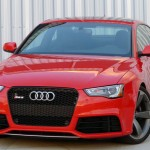 Three-quarter front view of the 2013 Audi RS 5 Coupe