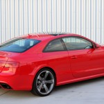 Three-quarter rear view of the 2013 Audi RS 5 Coupe