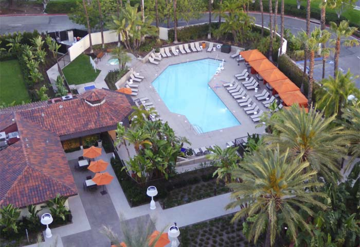 Hotel irvine swimming pool alain gayot photos gallery - Menzies hotel irvine swimming pool ...